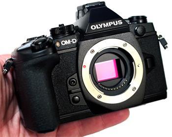 Olympus OM-D E-M1 tělo + 2700 Kč od Olympusu zpě; V207010BE000