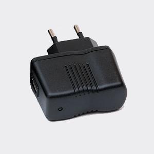 EVOLVEO nabíječka 230V/5V/1A pro StrongPhone Q4/D2; SGP-Q4-CHR