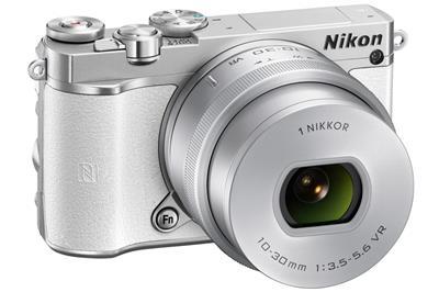 Nikon 1 J5 - zrcadlovka, fotoaparát + 10-30 mm (VVA243K001)