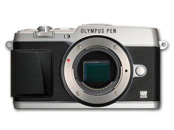Olympus E-P5 stříbrný + objektiv 14-42 mm černý; V204051SE000